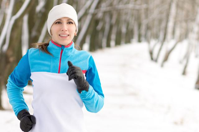 冬のダイエットに励む女性